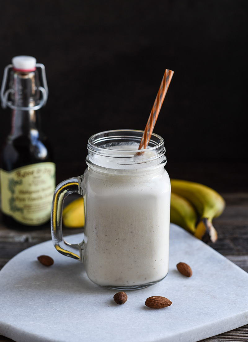 Vanilla, banana and almond smoothie in a jam jar