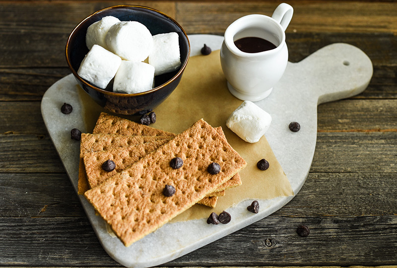 Ingredients for s'mores: graham crackers, marshmallows and chocolate