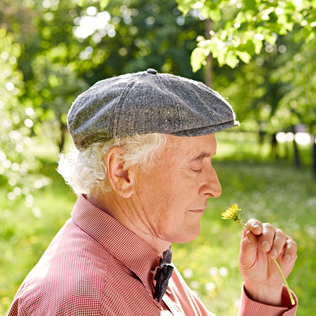 loss of smell linked with alzheimer's disease