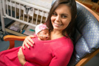 Skin-to-skin contact between mother and preemie